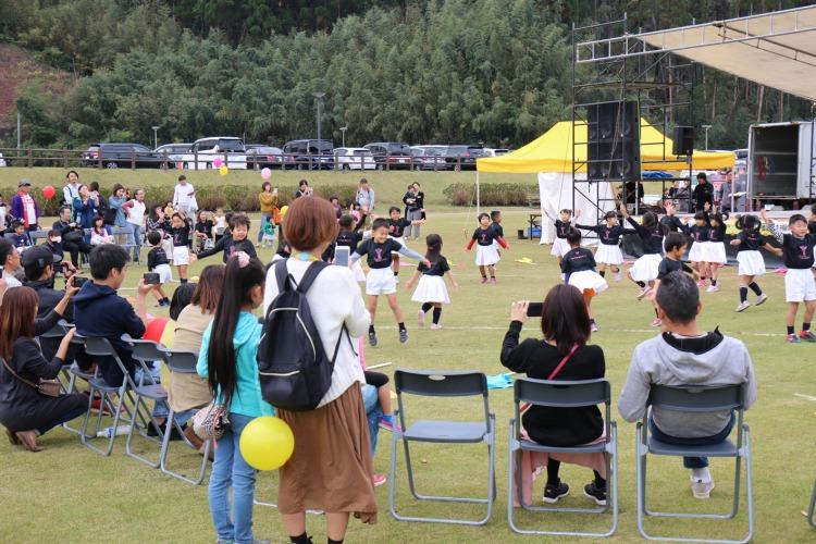 :楽縁祭:使用予定画像:新富幼稚園年長さん/パプリカS.jpg