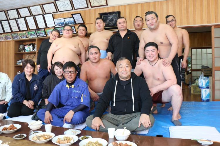 :陸奥部屋新富合宿2019:地元の有志たちと.JPG